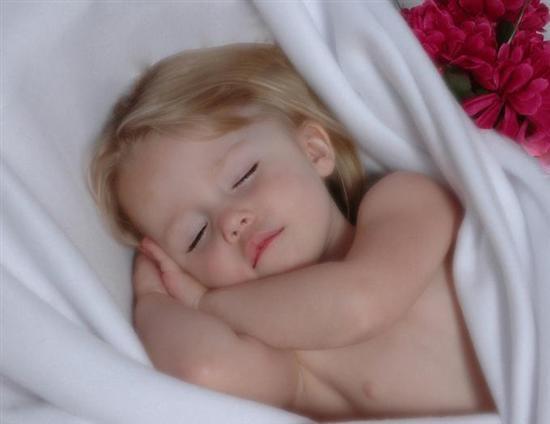 ребенок спит (550x424, 27Kb)