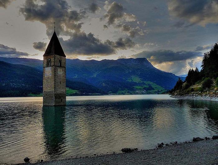 Церковь Altgraun на озере Решензее,1 (700x529, 142Kb)