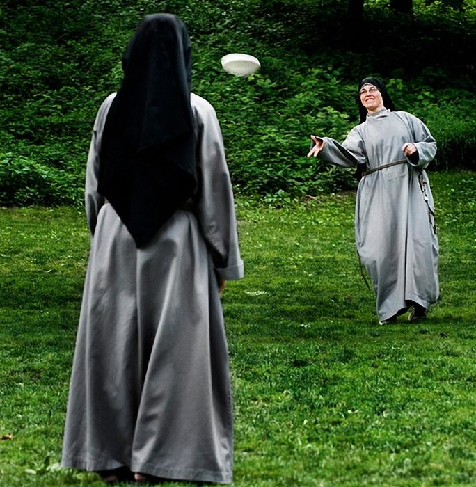 веселая монашка фото 5 (684x700, 422Kb)
