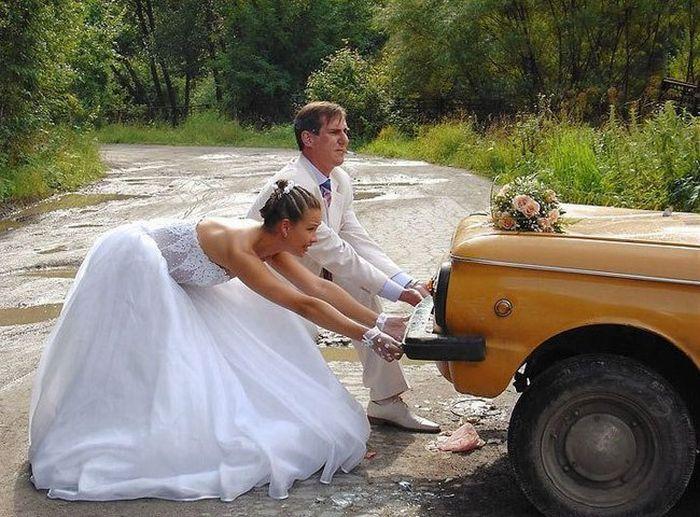 запорожец невеста толкает (700x517, 87Kb)