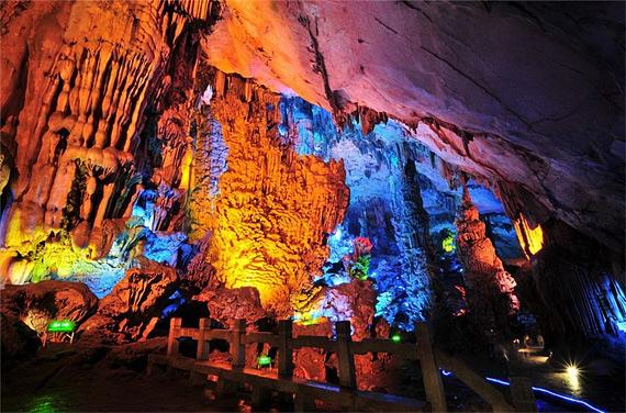 карстовая пещера2 (570x376, 129Kb)