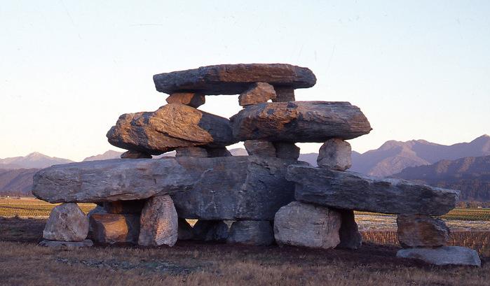 neobychnye-skulptury-iz-kamney-8 (700x409, 109Kb)