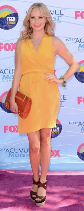 Фотосессия кэндис аккола в красном платье