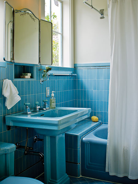 4497432_bathroominbluefurnitureandsanity4 (450x600, 61Kb)