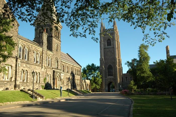 Фото-путешествие в Университет Торонто 1 (700x465, 159Kb)