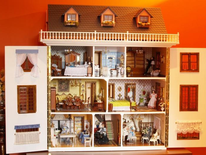 Роскошный кукольный дом
