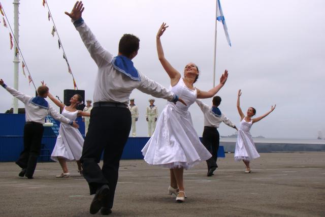 ВМФ  танец (640x427, 33Kb)