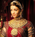 Превью bollywood-celebrity-aishwarya-rai-in-stunning-guluband-gold-necklace-in-jodha-akbar-4to40.com_ (658x700, 648Kb)