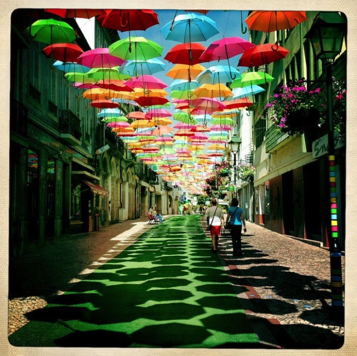 Umbrella_Sky_installation_6 (700x698, 159Kb)