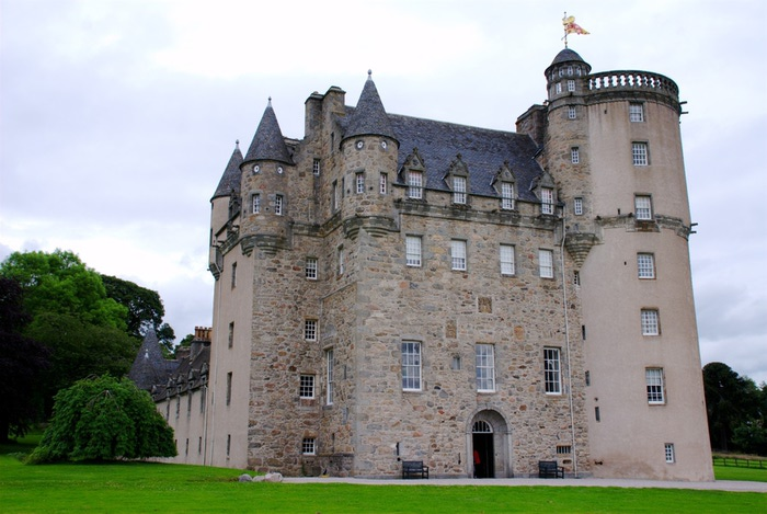 Castle_Fraser,_full_view (700x469, 100Kb)