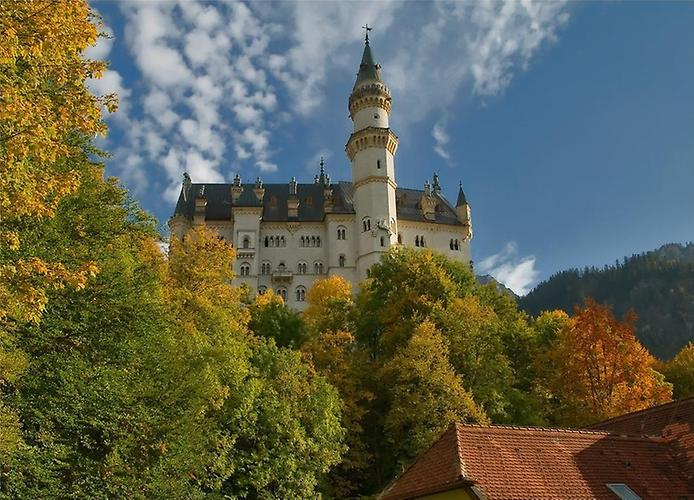 Летом экскурсии по замку