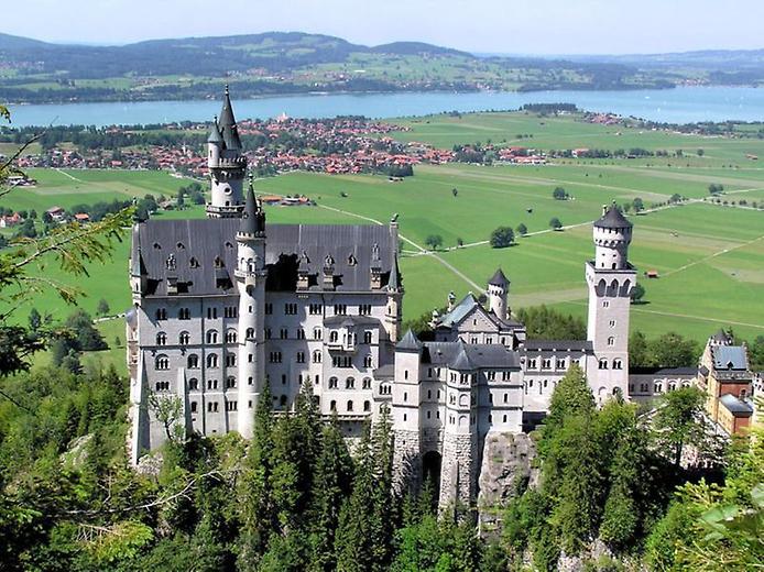 один замок выше в горах,