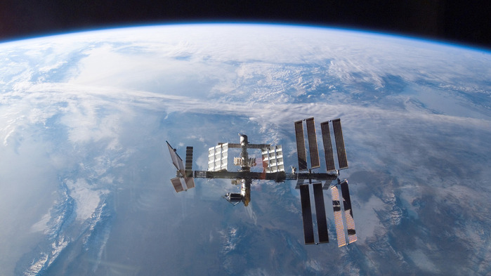 sputnik_nad_Planetoj_zemlyoj (700x393, 83Kb)