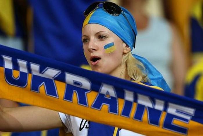 ukrainian_football_babe (700x469, 63Kb)