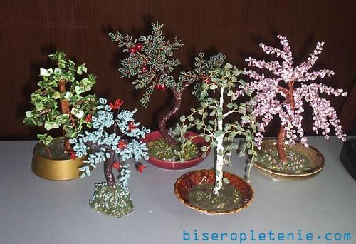 Небольшая коллекция деревьев из бисера и камней, береза, цветущий персик, яблоня с плодами, наглядное представление о...