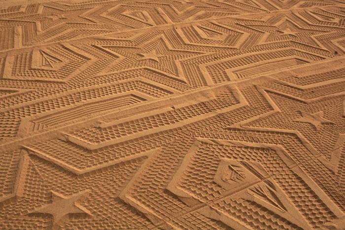 рисунки на песке фото 3 (700x466, 200Kb)