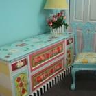 Как перекрасить старую мебель.  Как почистить утюг в домашних условиях.  Как прищипывать огурцы.
