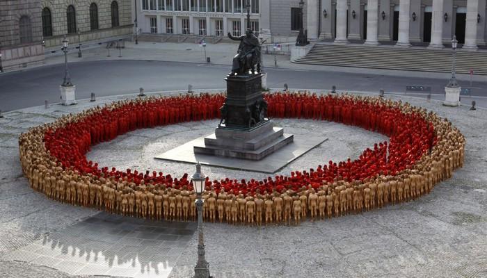Спенсер Туник фото обнаженных людей 4 (700x400, 101Kb)