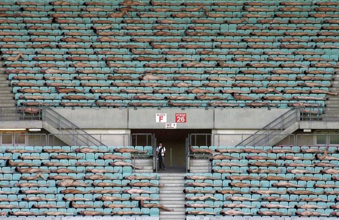 Спенсер Туник фото обнаженных людей 9 (700x454, 148Kb)