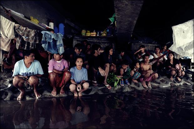 Наводнение на Филиппинах. Фотографии затопленной столицы Манилы 09 (620x413, 42Kb)