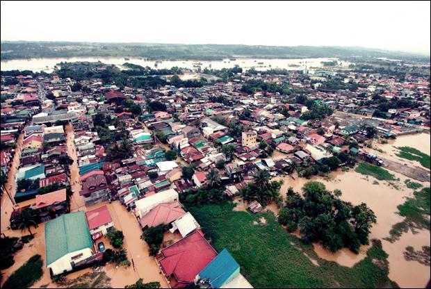 Наводнение на Филиппинах. Фотографии затопленной столицы Манилы 18 (620x416, 70Kb)
