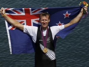 mahe_drysdale_234_with_flag_and_medal_N2 (300x225, 56Kb)