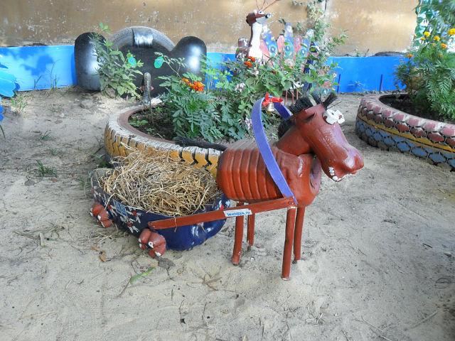 Лошадь из бутылок своими руками фото