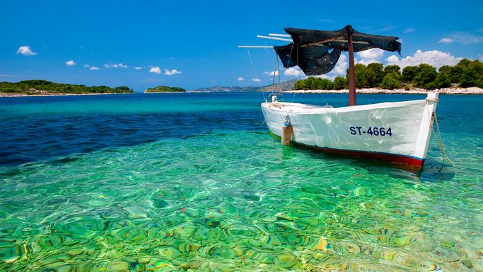 прозрачная вода,яхта,корабль,мальдивы,карибы (700x393, 471Kb)