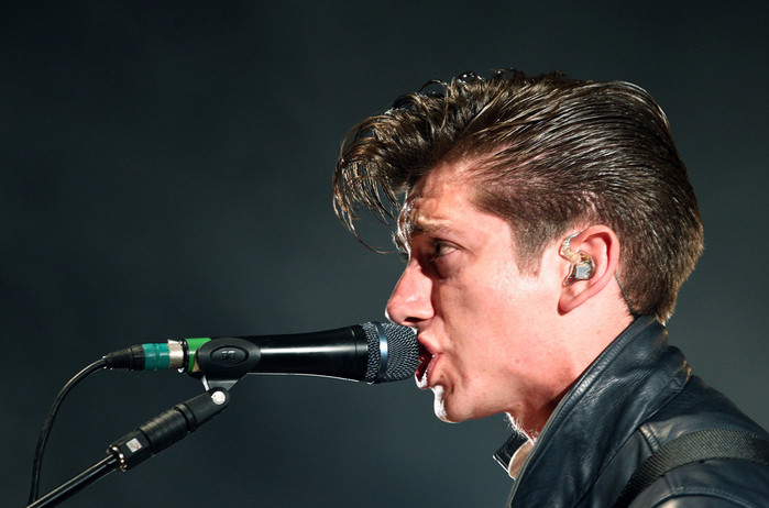 Alex+Turner+Falls+Music+Festival+Day+3+rD2GV7fiUB6x (700x462, 78Kb)