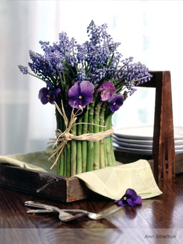flowers-wrapped-in-asparagus-centerpiece (375x500, 60Kb)