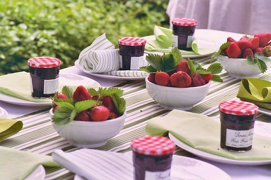 simple-strawberry-centerpieces (553x368, 91Kb)