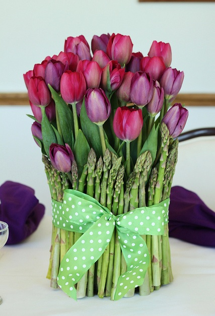 tulips-asparagus-centerpiece (427x627, 93Kb)