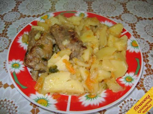 Тушеная картошка со свининой и капустой