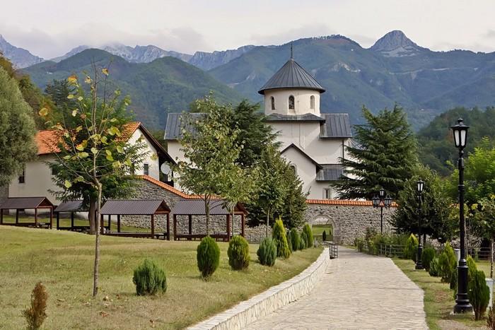 Впечатляющие достопримечательности Черногории - Морача (700x467, 124Kb)