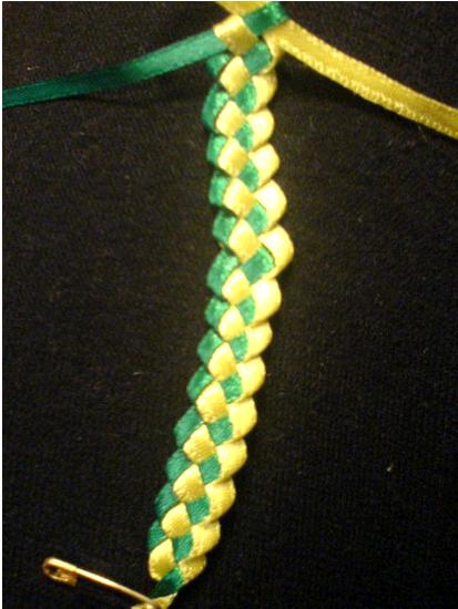 Браслет-украшение,ручка для сумочки-плетение из атласных лент,мастер-класс/4683827_20120816_231311 (413x550, 205Kb)