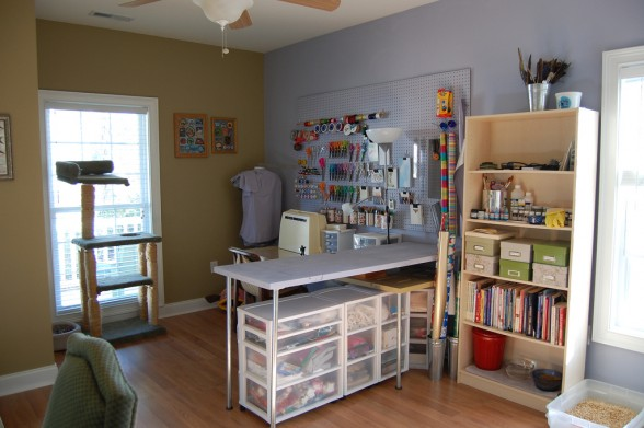 comfortable-sewing-room-by-Courtney-Burge-588x391 (588x391, 58Kb)