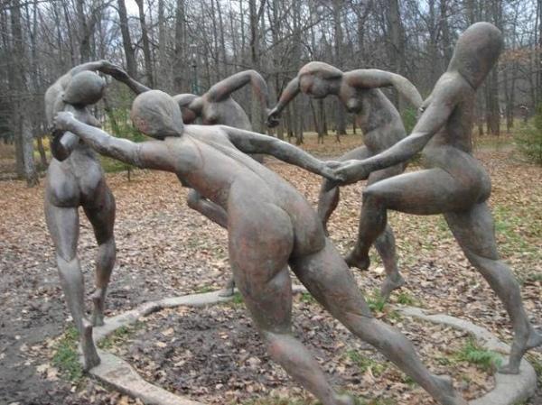 Необычные памятники танцы часть 61