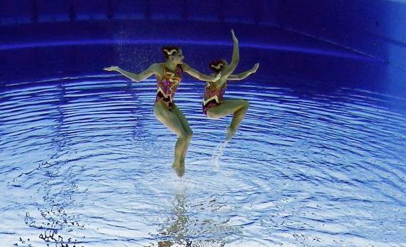 синхронное плаванье 2 (570x347, 170Kb)