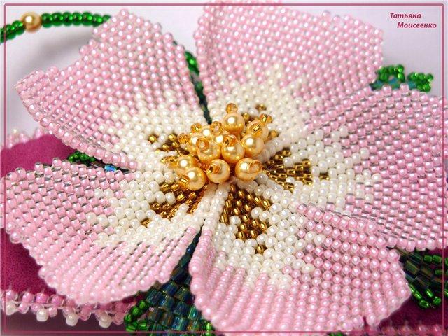 Очень красивые цветы из бисера по схеме Татьяны Мальцевой из biser.info.