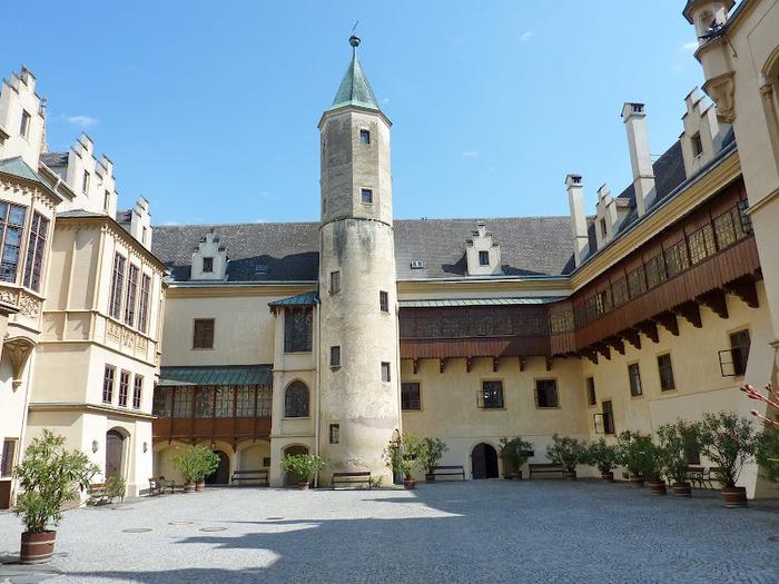 Замок Графенегг - романтичная драгоценность. 14779