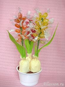 Гиацинты из конфет и гофрированной бумаги мастер класс