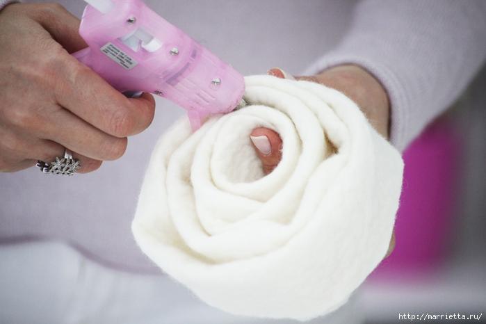 12-faca-voce-mesmo-customize-seu-pufe-com-incriveis-flores-de-feltro (700x466, 170Kb)