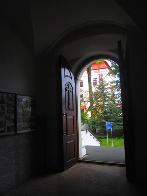 04 двери из храма (480x640, 83Kb)