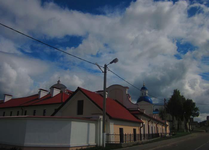 17 Вид на монастырь с улицы 1 (700x502, 58Kb)