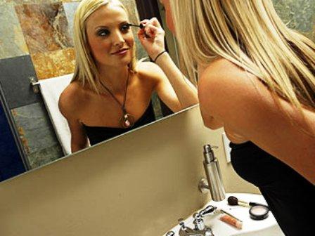 женщина и зеркало (448x336, 32Kb)
