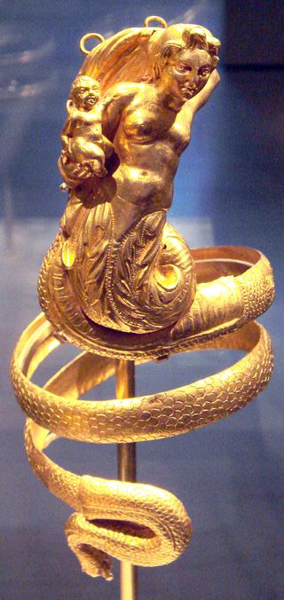 Золотая нарукавный браслет с Тритоном, держащим Амура