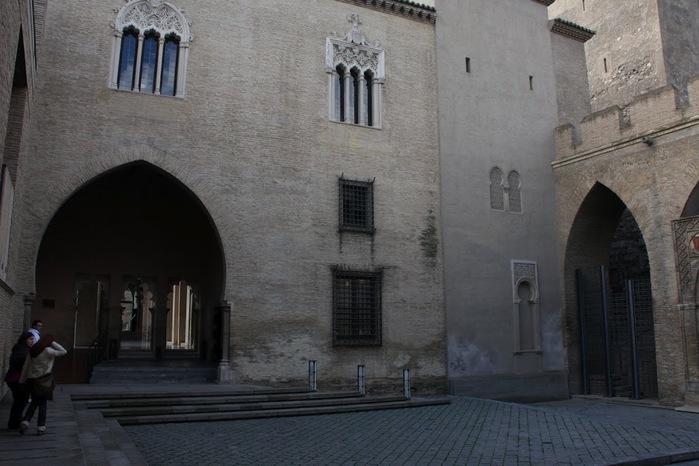 Замок Альхаферия (Castillo de Aljaferia) - жемчужинa испанского исламского наследия 84874