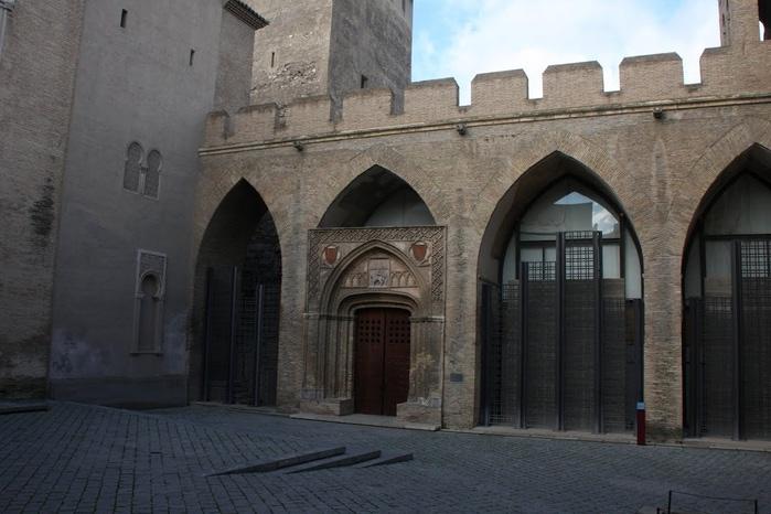 Замок Альхаферия (Castillo de Aljaferia) - жемчужинa испанского исламского наследия 26867