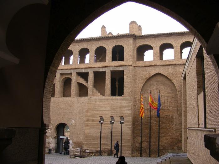 Замок Альхаферия (Castillo de Aljaferia) - жемчужинa испанского исламского наследия 15632