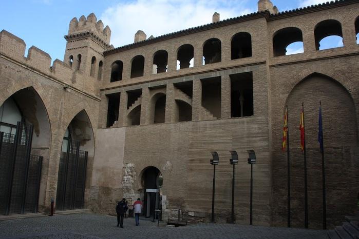 Замок Альхаферия (Castillo de Aljaferia) - жемчужинa испанского исламского наследия 44991